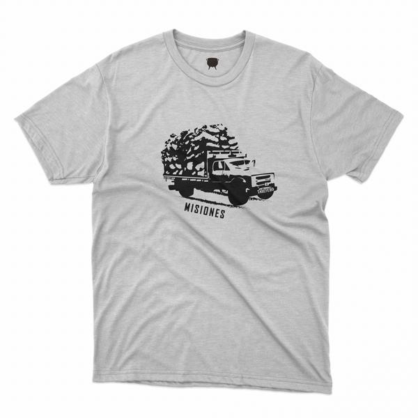 Camion tarefero negro sobre remera blanca