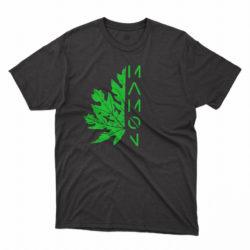 Hoja de mamon verde sobre remera negra